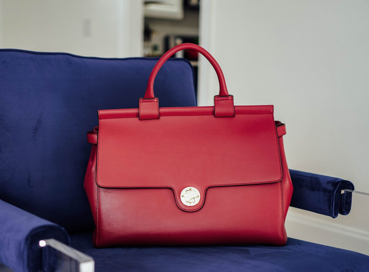 If you're a working gal, or someone who wants roomy handbag to fit all of the necessities, and then some, I have found the perfect back for you from Jemma Girls NYC! The best part is, we're giving one away on TheDandyLiar.com.