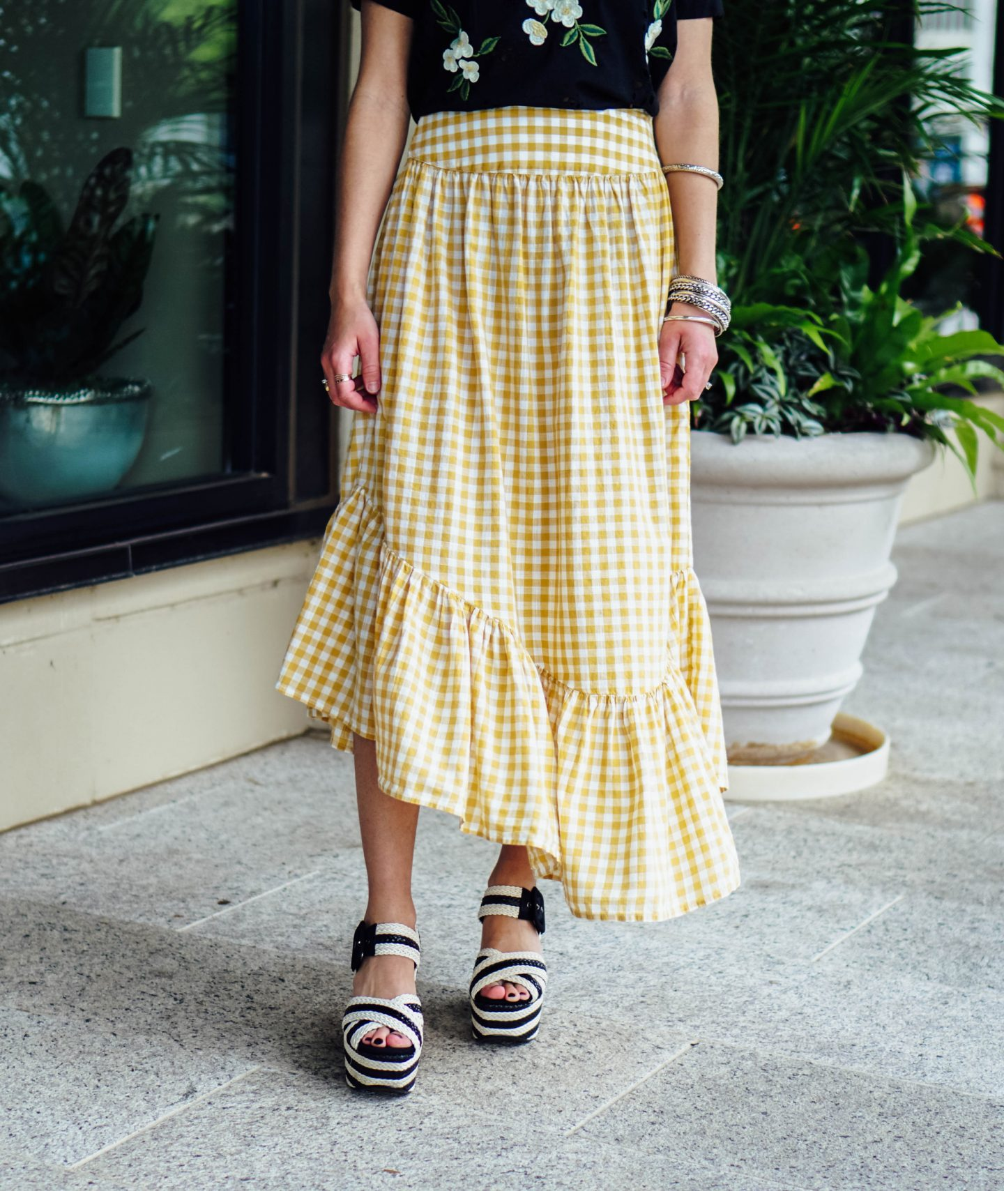I'm over on thedandyliar.com showing you how gingham can be worn four different ways, and that gingham is no longer just for button-down shirts! I'm also rounding up my favorite gingham pieces in an easy-to-shop list.