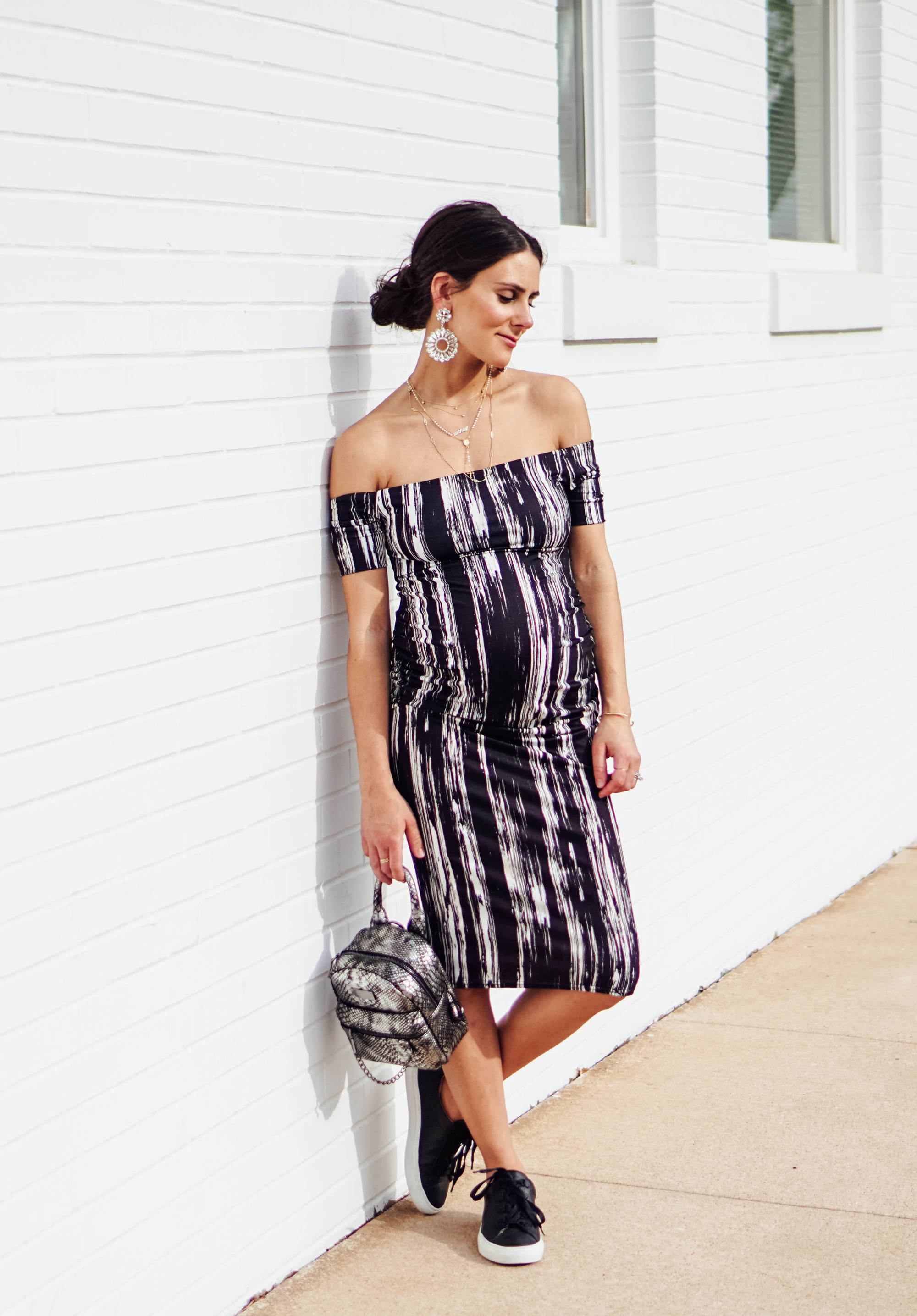 I'm sharing this super-flattering fitted maternity dress on TheDandyLiar.com, along with 32 things about me in honor of my 32nd birthday! Don't miss the $700 Nordstrom giveaway at the end!