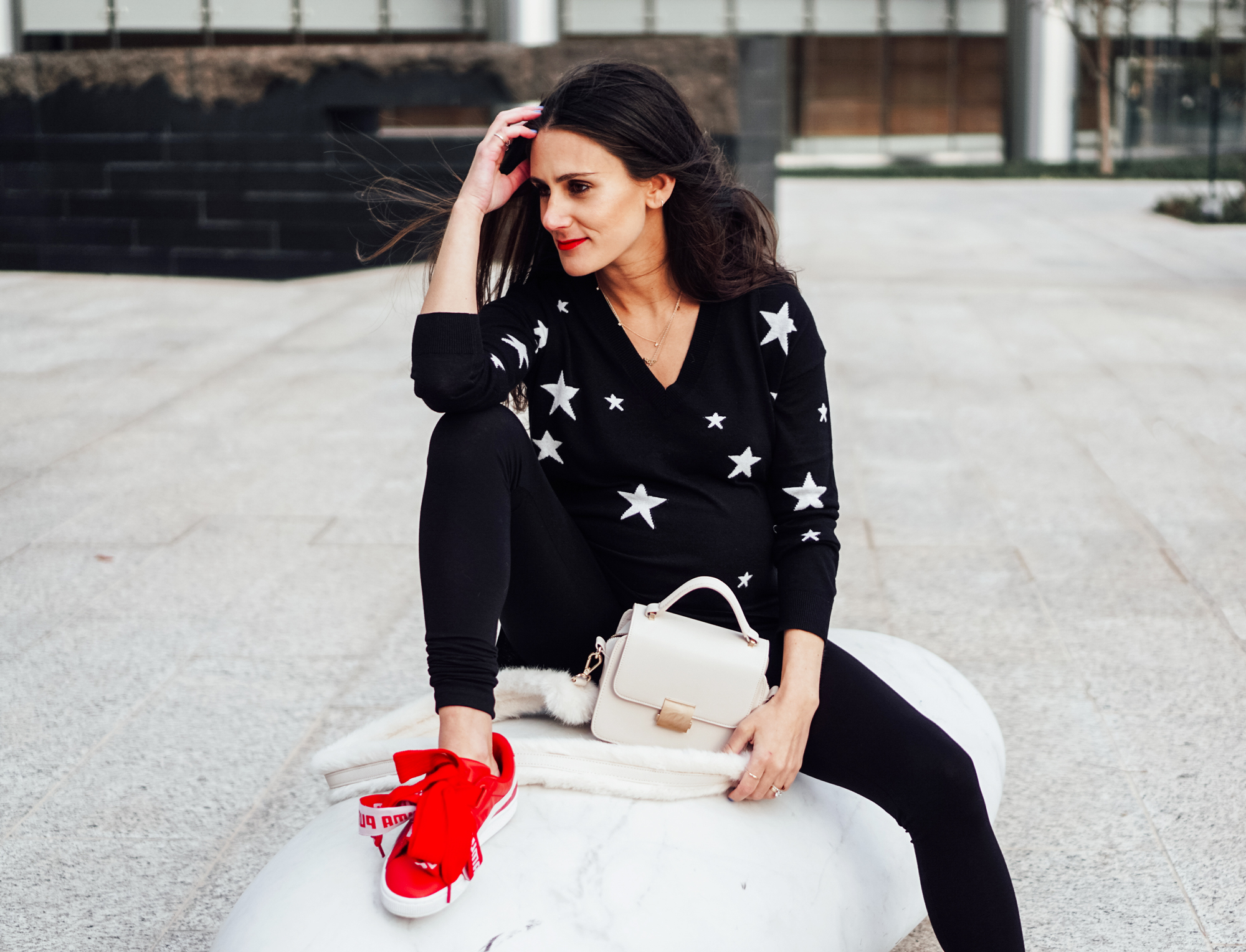 I'm on thedandyliar.com, styling this star intarsia knit sweater and black leggings from Isabella Oliver in my third trimester! The best part? They can be worn after pregnancy, which for me is in less than a week!