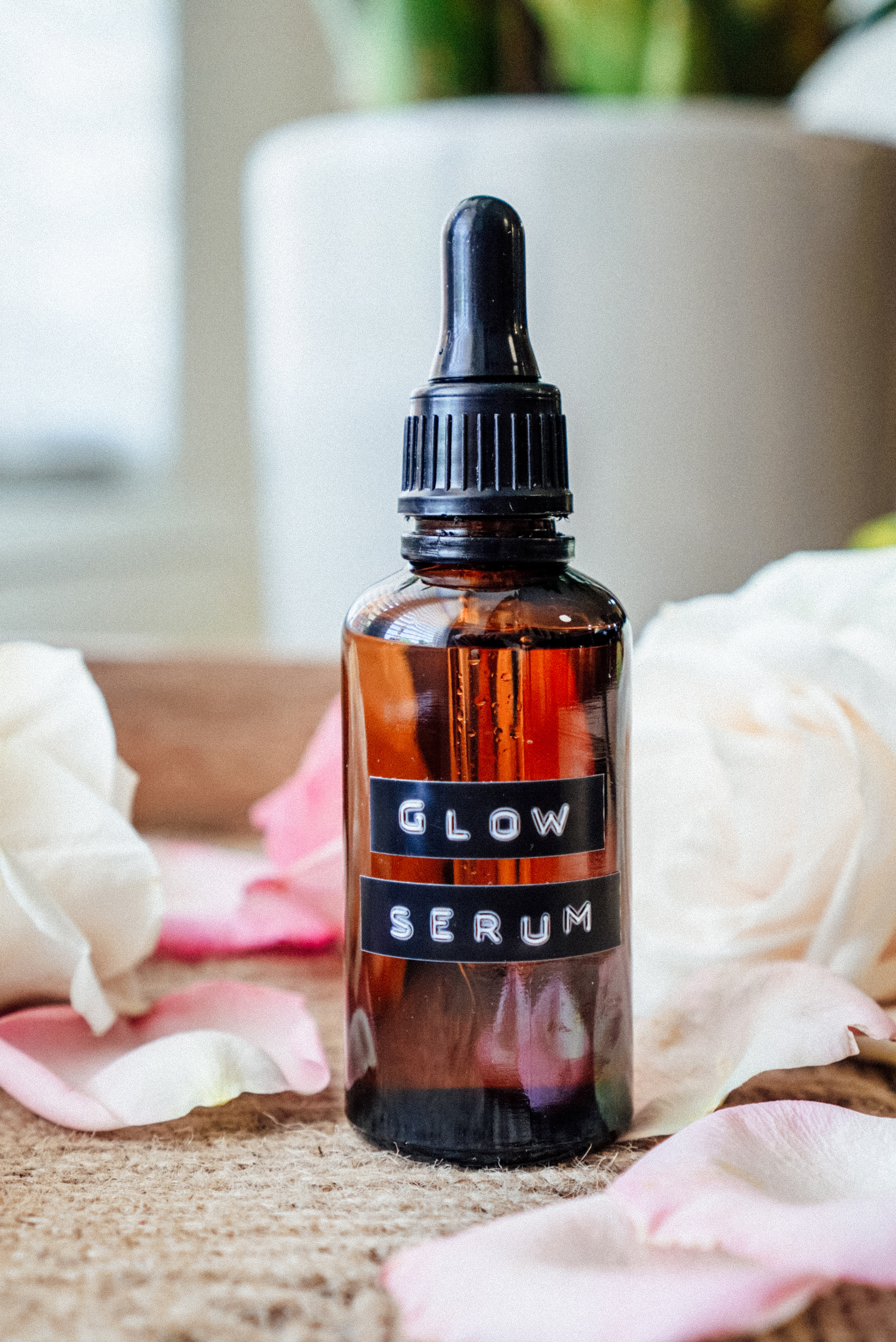 Needing to take better care of your skin? Look no further than my DIY essential oil glow serum. It's great for oily to dry to normal skin!